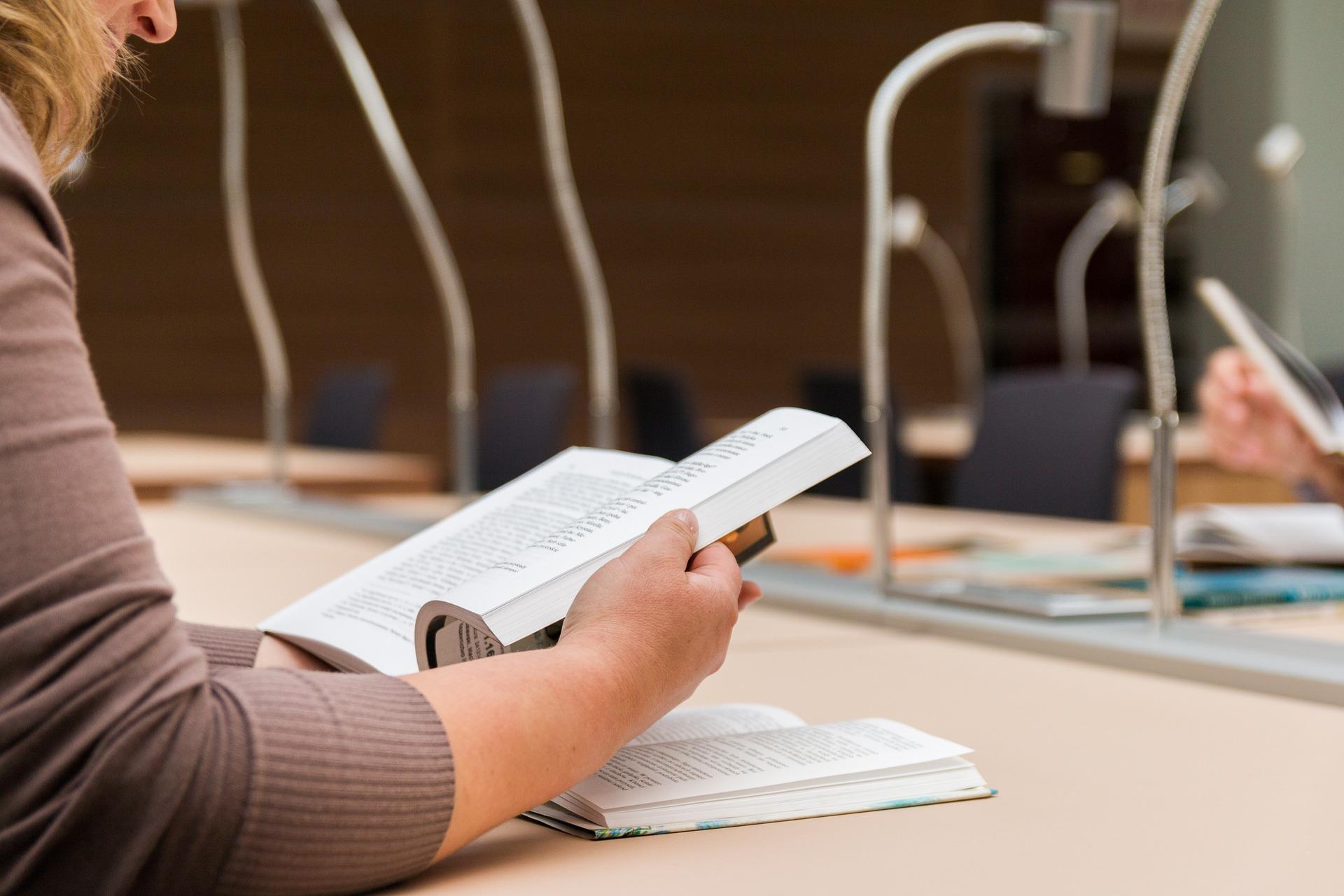 Jaka przyszłość czeka absolwentów prawa?