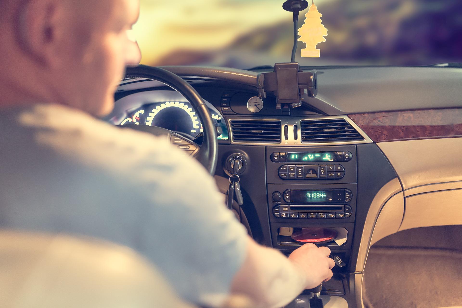 Umowa najmu samochodu – co trzeba sprawdzić?